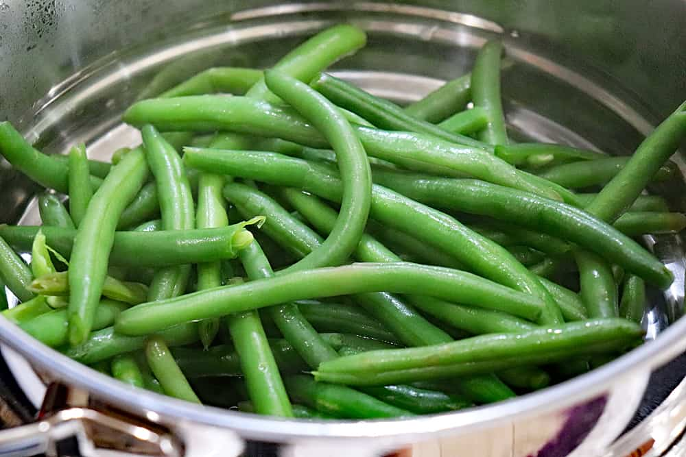 Steaming the green beans