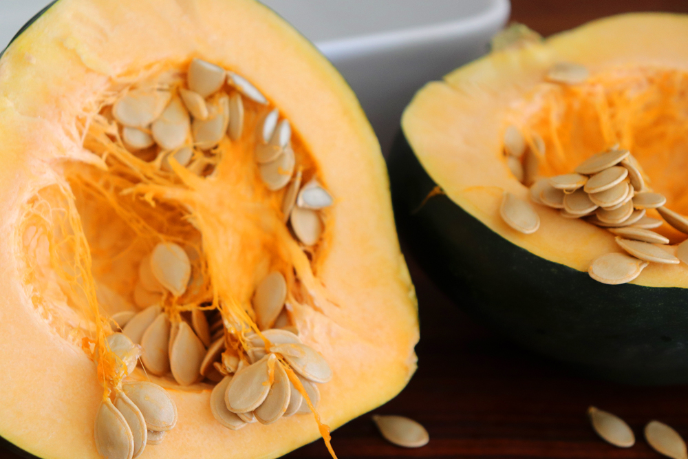 Halved acorn squash with seeds